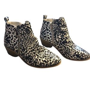 NWOT Boutique Animal Print Ankle b…